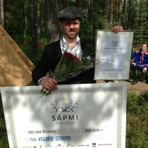 En glad vinner av Sápmi Awards 2013.